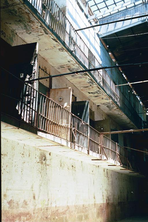 Chile – Facultad de Arte Valparaiso, 2000.